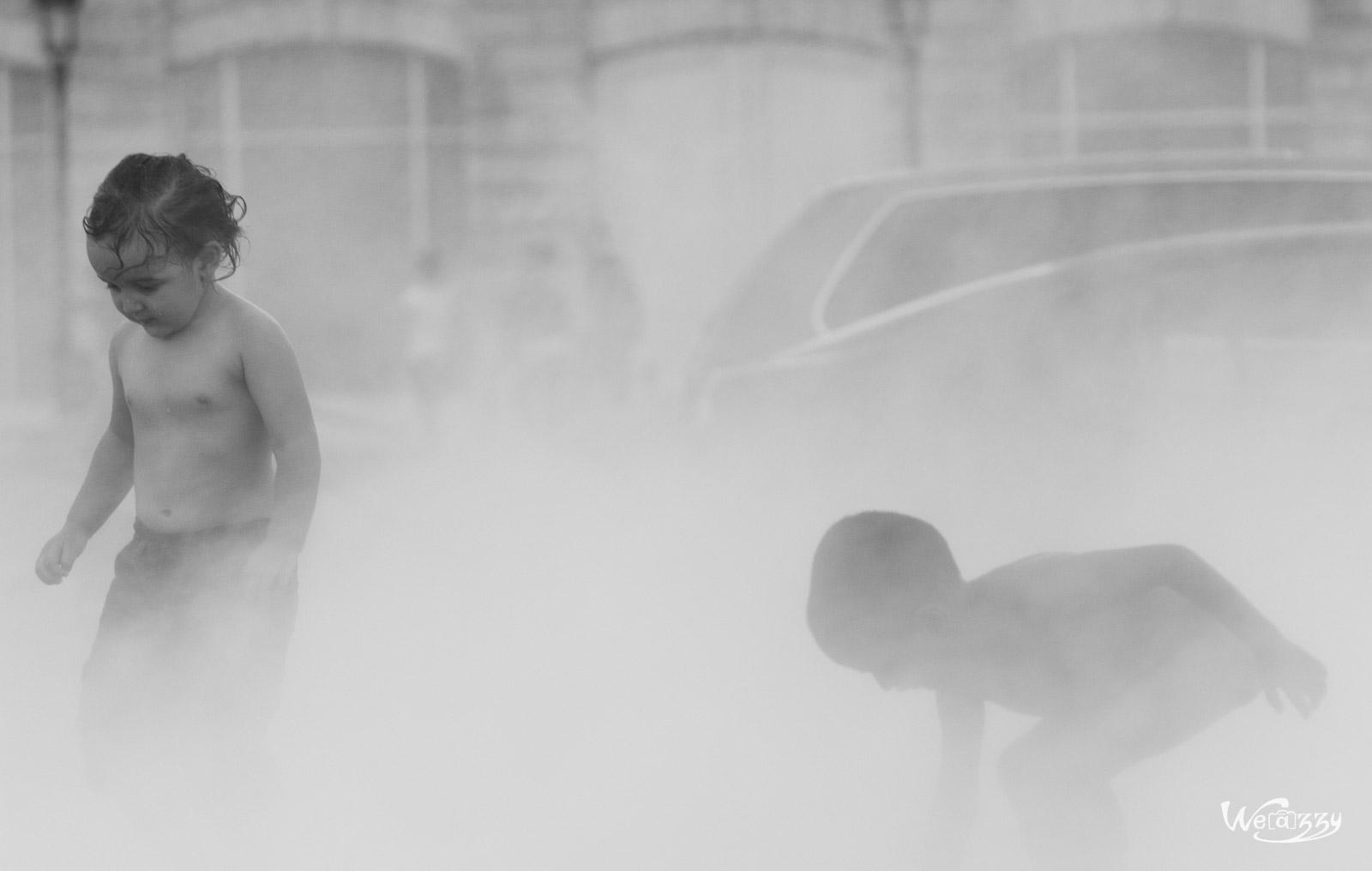 Enfants dans la brume